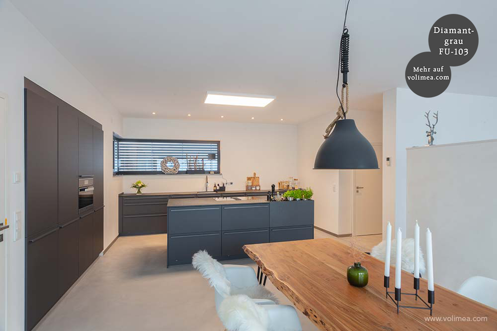 Mikrozement fugenlose Futado Wand und Bodenbeschichtung im Küchenbereich und Esszimmer - Diamantgrau FU-103