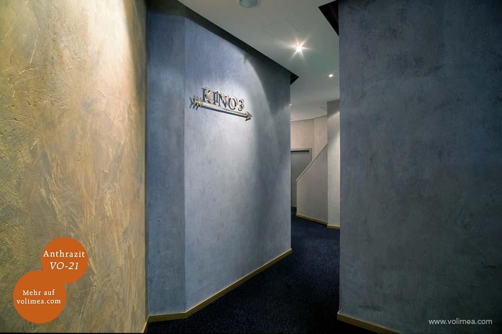 Mikrozement fugenlose Volimea Wandbeschichtung im Kino - Anthrazit VO-21 mit Gold-Perlmutt